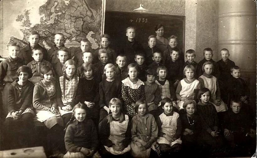 kansakoululaisia