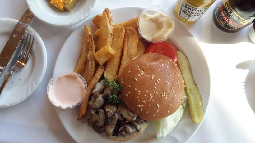 Hamburger with mushrooms